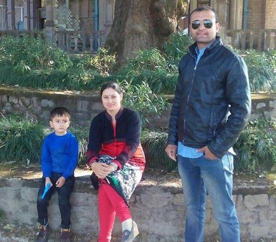 गीता वर्मा अपने पुत्र, कार्तिक एवं अपने पति, के सी वर्मा के साथ।