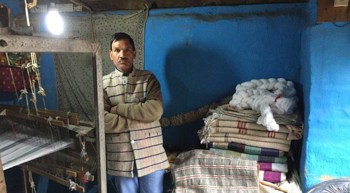चम्बा फर्स्ट: महंदो राम बुनकर की कहानी से समझिए सरकार की योजनाओं का गणित