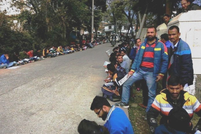 Students studied on the road to protest against the bad condition of Dharamshala library