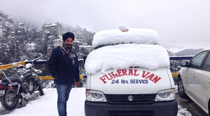 सरबजीत सिंह उर्फ़ 'वेला बॉबी' शव वाहन के साथ